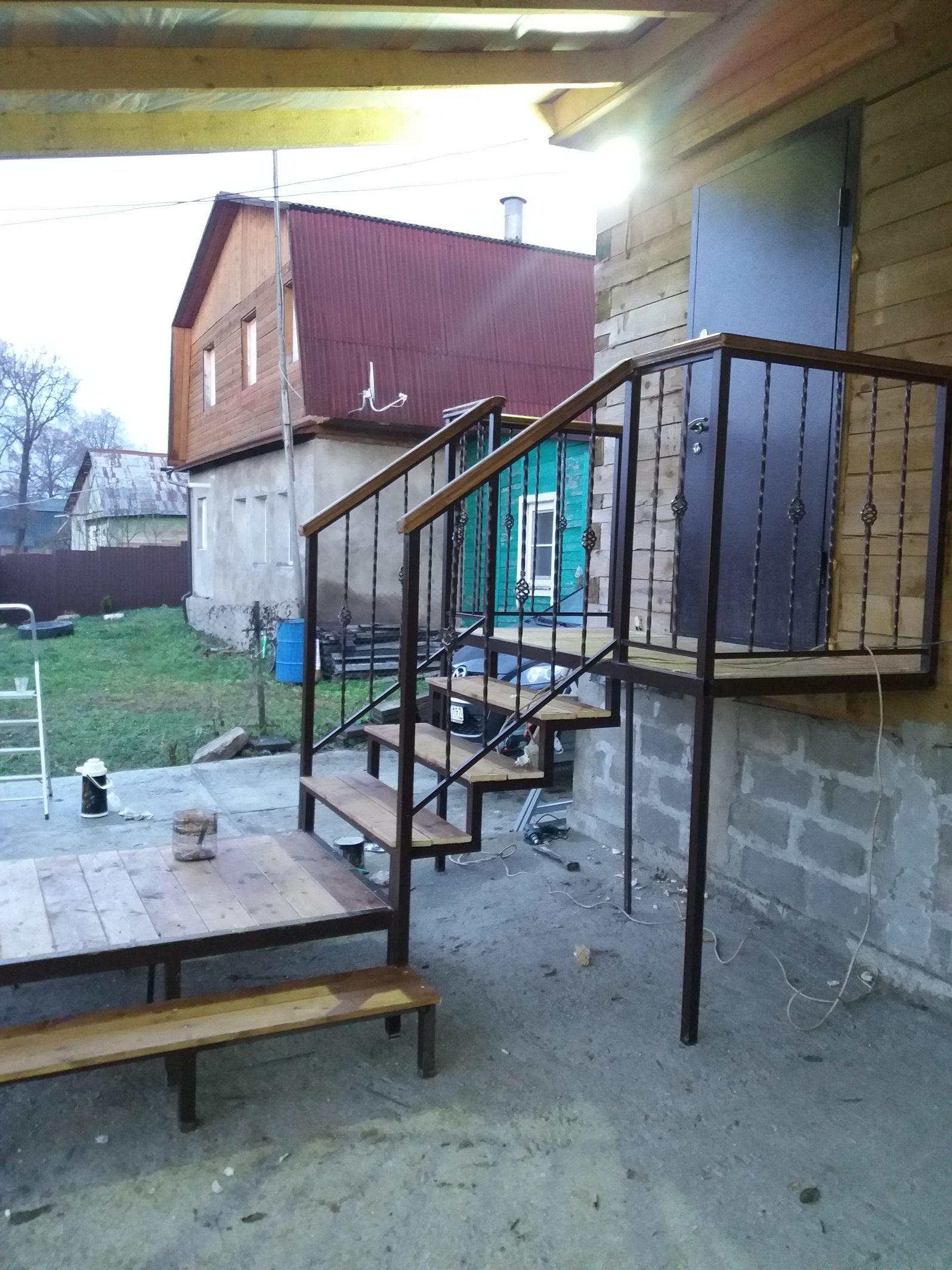металлическая лестница +на крыльцо